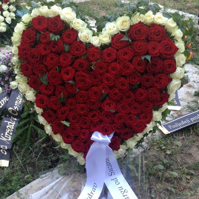 Cvjetni aranžman srce